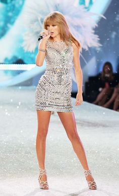Taylor Swift to Perform at the Victoria's Secret Fashion Show (Agai. Taylor Swift Legs, Estilo Taylor Swift, Taylor Swift Outfits, Taylor Swift Album, Taylor Swift Style, Taylor Swift Pictures, Taylor Alison Swift, Karlie Kloss Taylor Swift, Beautiful Taylor Swift