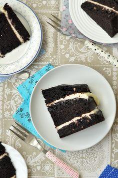 Emeletes csokitorta, amit te is meg tudsz csinálni - csakapuffin. Brunei, I Foods, Sweet Tooth, Ethnic Recipes, Desserts, Cakes, Tailgate Desserts, Deserts, Cake Makers