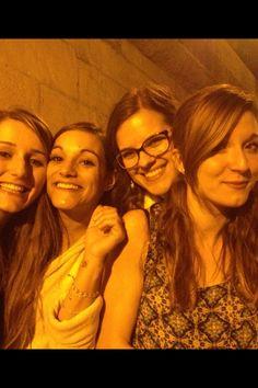 Girls Fun Paris Seine Drink Easy