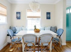 House of Turquoise: Rita Chan Interiors - I would love to have a bench, table and chairs like this in my kitchen. Rattan Furniture, Outdoor Furniture Sets, Fresco, Classic Dining Room, House Of Turquoise, Kitchen Nook, Kitchen Ideas, Kitchen Chairs, Dining Nook