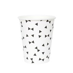 Niets geen grote afwas maar handige kartonnen zwart / witte bekertjes voor tijdens je feestje. #zwart #wit #kartonnen #feestartikelen #feestje #chique #verjaardag #geboorte #trouwerij #jubileum #webshop #tweeonsgeluk