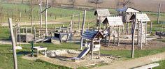 DIE WILDEN RÖMER UND DER PIRATENBOSS  Fast jeden Tag planen wir den Tag mit unseren Kiddies neu. Heute erzähle ich euch von einem unserer Lieblingsspielplätze in der Region. Spielen und Toben auf den Spuren der Römer und Germanen im Römerpark in Heitersheim ist sehr spannend! Jeder wird hier glücklich sein – egal ob Groß oder Klein, Jung oder Alt.