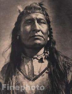 New Chest, Piegan (Blackfoot) - Curtis - 1910 Native American Pictures, Native American Beauty, American Indian Art, Native American Tribes, Native American History, Native Americans, Native Indian, Blackfoot Indian, Sioux