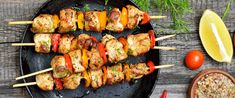 Így lesz igazán szaftos és finom a saslik – A fűszeres pác a titka - Receptek | Sóbors Food Dishes, Main Dishes, Grilled Chicken Kabobs, Valeur Nutritive, Skewer Recipes, Shrimp And Asparagus, No Calorie Snacks, How To Cook Quinoa, Yummy Appetizers