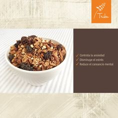 La granola es fuente de vitaminas B, las cuales actúan sobre el sistema nervioso. Contribuyen a controlar la ansiedad, disminuir el estrés y reducir el cansancio mental. También fortalecen el sistema inmunológico. Granola, Dog Food Recipes, Cereal, Breakfast, Vitamins, Products, Foods, Nervous System, Muesli