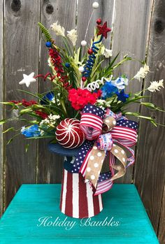 Of July Gift Ideas - Patriotic Floral Arrangement 🇺🇸 4th July Crafts, Fourth Of July Decor, 4th Of July Fireworks, 4th Of July Celebration, Patriotic Crafts, 4th Of July Party, 4th Of July Wreath, July 4th, Patriotic Wreath
