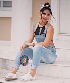 """""""""""Deixe as preocupações de lado, receba o que Deus tem de melhor pra te oferecer..."""" Macacão jeans=Life  @dardakjeans  Tênis @passarela  #jeans #denim…"""""""