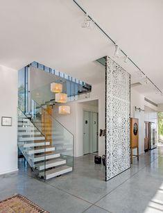 מתחברים לשורשים: בית שהופך את החיים במושב לחלום | בניין ודיור Mosaic Wall, Home Interior Design, Beams, Stairs, Wall Decor, Flooring, Living Room, Architecture, Room Partitions