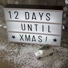 Are you interested in our cinema light box gift? With our lightbox personalised christmas day you need look no further. Lightbox Letters, Diy Letters, Lightbox Quotes, Cinema Light Box Quotes, Cinema Box, Light Up Message Board, Light Board, Letter Lamp, Citations Lightbox