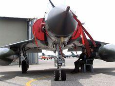 https://flic.kr/p/5CwVfc | Força Aéra da França - Mirage 2000c | Velocidade máxima mach 2.2, peso máximo 17.500 kg, teto de serviço 55000 pés.