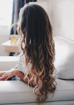 Hair and Beauty Tips! Messy Hairstyles, Pretty Hairstyles, Wavy Hair, Her Hair, Hair Day, Gorgeous Hair, Hair Looks, Hair Inspiration, Curly Hair Styles