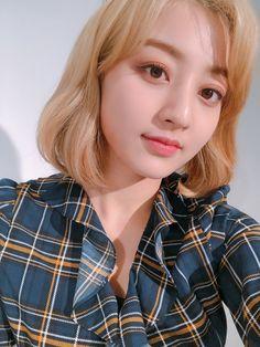 Jihyo, Twice, Selca Nayeon, Warner Music, Jihyo Twice, Twice Once, Twice Kpop, Dahyun, Me As A Girlfriend, South Korean Girls, Kpop Girls
