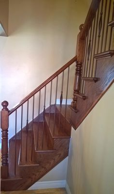 Best Red Oak Railing And Stairs Stained Red Mahogany Www 640 x 480
