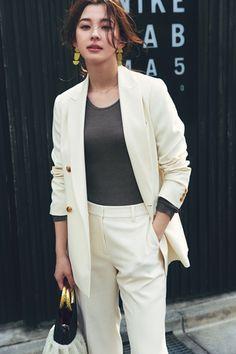 お洒落もきちんと感も叶える【ジャケットコーデ】旬の着こなし7DAYS | TRILL【トリル】 Fashion Pants, Korean Fashion, What To Wear, Blazer, Suits, Germany, Jackets, Women, Style