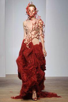 Yiqing Yin - Haute Couture - Fall 2013