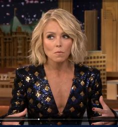 Trendy Hair Bob Kelly Ripa 19 IdeasYou can find Kelly ripa and more on our website. Short Bob Hairstyles, Hairstyles Haircuts, Dress Hairstyles, Medium Hair Styles, Curly Hair Styles, Hair Color And Cut, Looks Chic, Great Hair, Hair Today