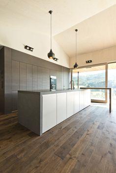 Küche_Kochinsel_Holzboden_Glasfront Kitchen Island, Kitchen Cabinets, Home Decor, Kitchen, Wood Floor, Island Kitchen, Decoration Home, Room Decor, Cabinets