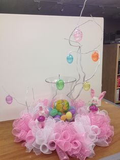 Pretty Easter bunny deco mesh centerpiece to decorate the table for Easter parties. Love the pink and white mesh at the bottom!