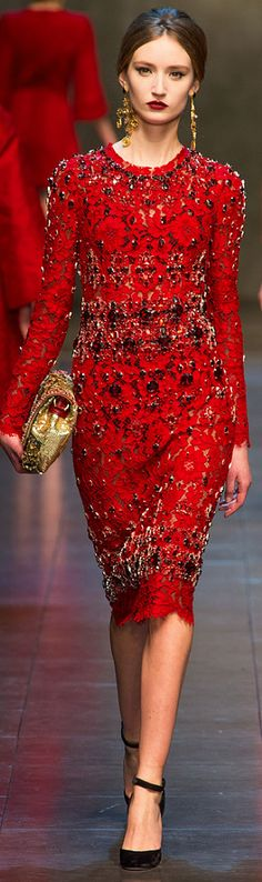 Dolce & Gabbana Fashion Show & More Luxury Details The Effective Pictures We Offer You About REd dress silk A quality picture can tell you many things Red Fashion, Runway Fashion, High Fashion, Fashion Show, Womens Fashion, Color Fashion, Milan Fashion, Mode Glamour, Mode Outfits