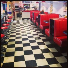 I loved to eat at diners like this. There was just something about one of those cheeseburgers and fries. It was even better with a boyfriend.put a nickle in the jukebox. 1950s Diner, Vintage Diner, Retro Diner, 1990 Style, Diner Recipes, Diner Ideas, American Diner, Soda Fountain, Thing 1