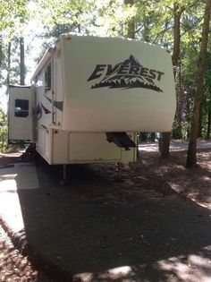 Check out this 2004 Keystone Everest 323K listing in Kennesaw, GA 30152 on RVtrader.com. It is a  Fifth Wheel and is for sale at $16500.