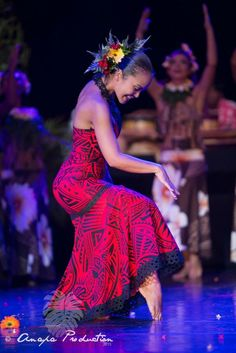 Little red hula dress! Hawaiian People, Hawaiian Dancers, Polynesian Dance, Polynesian Culture, Polynesian Wedding, Tahitian Costumes, Tahitian Dance, Island Wear, Hula Dancers