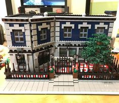 This is one very elegant police station!  Reposted from @king_of_the_matts - First build of the new year! My interpretation of a police station. . Live links to original posters' pages are in the gallery on my web site, (often a few days behind IG). Link in bio. . . #LEGO #LEGOarchitecture #Legobuilding #Legohouse #legophotography #legostagram #legos #legoideas #legophoto #lionsgatemodels #legomania #legomoc #instalego #legocity #afol #legotown #legomodular #legobuilder #legocreator #legopic…