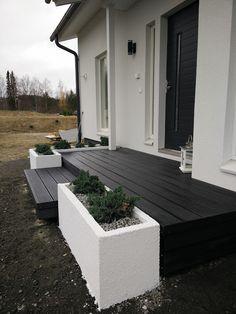 Terrassenbeläge aus WPC gibt es bei www. Wood Plastic, Porch Wood, Decks And Porches, Backyard Projects, Back Gardens, Balcony Garden, Diy Garden Decor, Pool Houses, Garden Planning