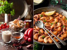 Паэлья с креветками и жареные помидоры