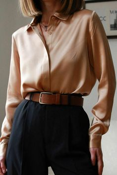 Surely you should add this consealed placket silk shirt into your wardrobe. Fall Fashion Outfits, Mode Outfits, Look Fashion, Chic Outfits, Autumn Fashion, Earthy Outfits, Retro Fashion, Parisian Chic Fashion, Vintage Chic Fashion