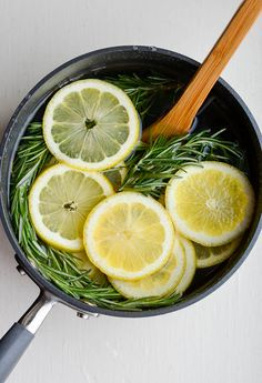 Make your house smell like Williams Sonoma! Lemon, rosemary, and vanilla. Homemade Potpourri, Potpourri Recipes, House Smell Good, House Smells, Williams Sonoma, Stove Top Potpourri, Simmering Potpourri, Natural Air Freshener, Home Scents