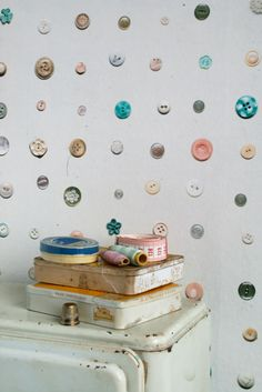 Buttons wallpaper by Studio Ditte. From forgotten drums and old cigar boxes are used for tying knots wallpaper. Against a light background are nodes weathered with pastel colors and special shapes a nice collection for each room.