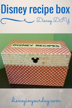 Create your own Disney recipe box! The perfect place to store all of those Disney recipes that you can make at home to remind you of your time in the Disney theme parks :) Disney Home, Disney Fun, Disney Dinner, Disney Drinks, Disney Ideas, Disney Style, Disney Magic, Walt Disney, Disney Crafts For Kids