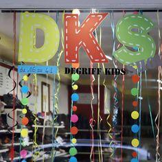 Vitrine carnaval du magasin de chaussure bébé et enfant DKS Degriff Kids Shoes à Grenoble Grenoble, Kids, Carnival, Glass Display Case, Brand Name Shoes, Bebe, Young Children, Boys, Children