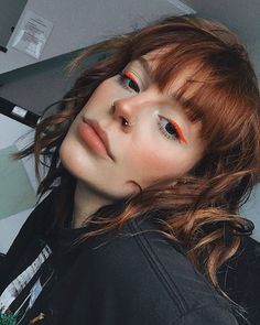 red liner Red Makeup Looks, Glitter Makeup Looks, Halloween Makeup Looks, Cute Makeup, Pretty Makeup, Eye Makeup Art, Skin Makeup, Beauty Makeup, Maquillage Phosphorescent