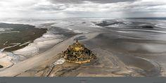 Poster photo Le Mont-Saint-Michel à basse mer - La marée du siècle Philip Plisson
