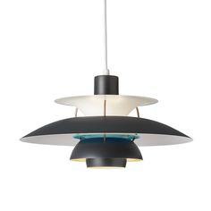 Vi drømmer om, at Arne Jacobsen, Børge Mogensen og Eames-brødrene flytter ind i vores hjem hurtigst muligt. Se 8 tidsløse møbelklassikere her