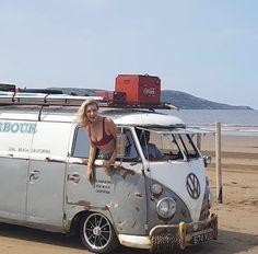 Volkswagen Transporter, Volkswagen Minibus, Volkswagen Group, Vw T1, Vw Camper Bus, Campers, Combi Ww, Bus Girl, American Classic Cars
