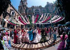 los Reyes Católicos dieron a la ciudad la imagen de la Virgen de la Victoria. El recién formado Ayuntamiento acordó como conmemoración de la toma de la ciudad por los Reyes Católicos, se hiciera una fiesta anual el día de la Asunción, para conmemorar aquel hecho.