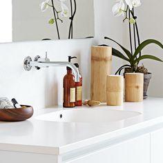 rent, enkelt og gennemført badeværelse