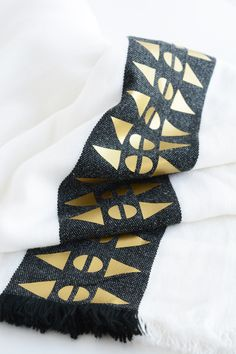 DIY Throw Blanket with a Gold Geometric Patterned Edge