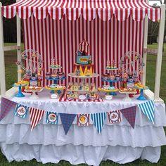 Adorei essa decoração para festa Circo, linda e super charmosa! @cakesbyjoannecharmand  #kikidsparty