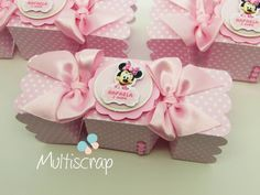Caixa Bala Minnie Rosa feitas especialmente para você. Mais de 1.939 Caixa Bala Minnie Rosa: leite de rosas, sacolinha minnie vermelha, caixa sushi minnie rosa, topper para doce minnie rosa, caixinhas minnie rosa Mickey Y Minnie, Minnie Mouse Party, Party Bags, Party Favors, Cumpleaños Shabby Chic, Mini Mouse, Baby Girl Birthday, Pillow Box, Baby Party