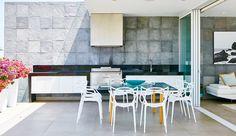 Recorre esta casa de playa que evoca a la naturaleza empleando materiales naturales. . Foto 5 de 7