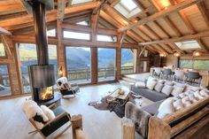 Les Houches, Holiday chalet with 5 bedrooms for 12 people. - Les Houches, Holiday chalet with 5 bedrooms for 12 people. Book the … – Alpenmassiv, - Chalet Chic, Chalet Style, Ski Chalet, Alpine Chalet, Chalet Design, House Design, Bar Design, Chalet Interior, Modern Cabin Interior