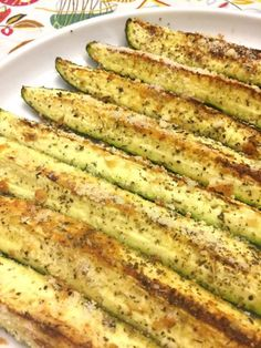 These Parmesan garlic baked zucchini wedges are absolutely amazing! Rubbed with garlic and olive oil, sprinkled with Parmesan cheese and oven roasted to perfection! This will become your favorite way to eat zucchini eve Baked Zuchinni Recipes, Zucchini Dinner Recipes, Bake Zucchini, Veggie Recipes, Diet Recipes, Vegetarian Recipes, Cooking Recipes, Healthy Recipes, Recipes Dinner