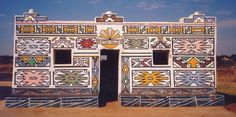 A etnia africana que usa as fachadas de suas casas como tela para pinturas coloridas | Nômades Digitais