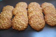 Oat and Honey cookies (without eggs and without butter) Sweet Recipes, Vegan Recipes, Cooking Recipes, Good Food, Yummy Food, Portuguese Recipes, Love Eat, Light Recipes, Healthy Snacks