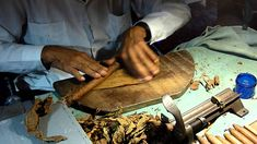 Hand rolling cigars, an art form / skill that is a joy to watch. Zigarren Lounges, Hand Roll, Just Do It, Pipes, Cigars, Rolls, Artisan, Mexican, Hands