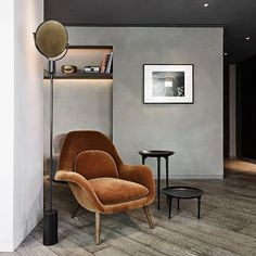 Denne stol er en hybrid mellem en loungestol og en almindelig lænestol. Swoon er nomineret til Årets Møbel til Design Awards 2016. @spacecopenhagen @fredericiafurniture #åretsmøbel #designawards2016 #swoon #bobedre